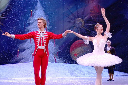 Bolshoi Ballet: 'The Nutcracker' as larger-than-life