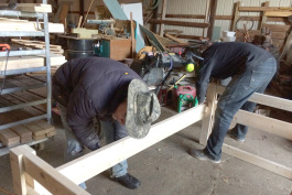 Jim Thompson teaches Jason Lee how to construct a bunk bed in Thompson's barn.