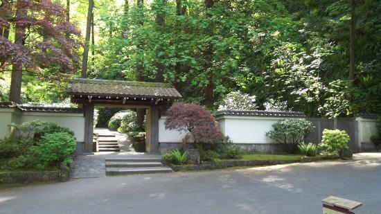 Zen as art art as zen for Japanese garden entrance
