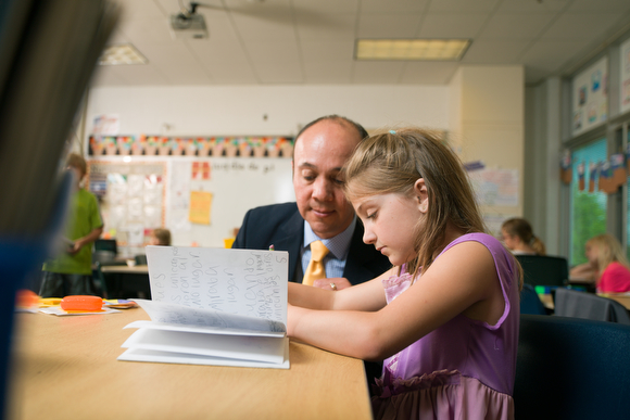 Jesus Santill�n, principal at Ada Vista Elementary helps a student with reading.
